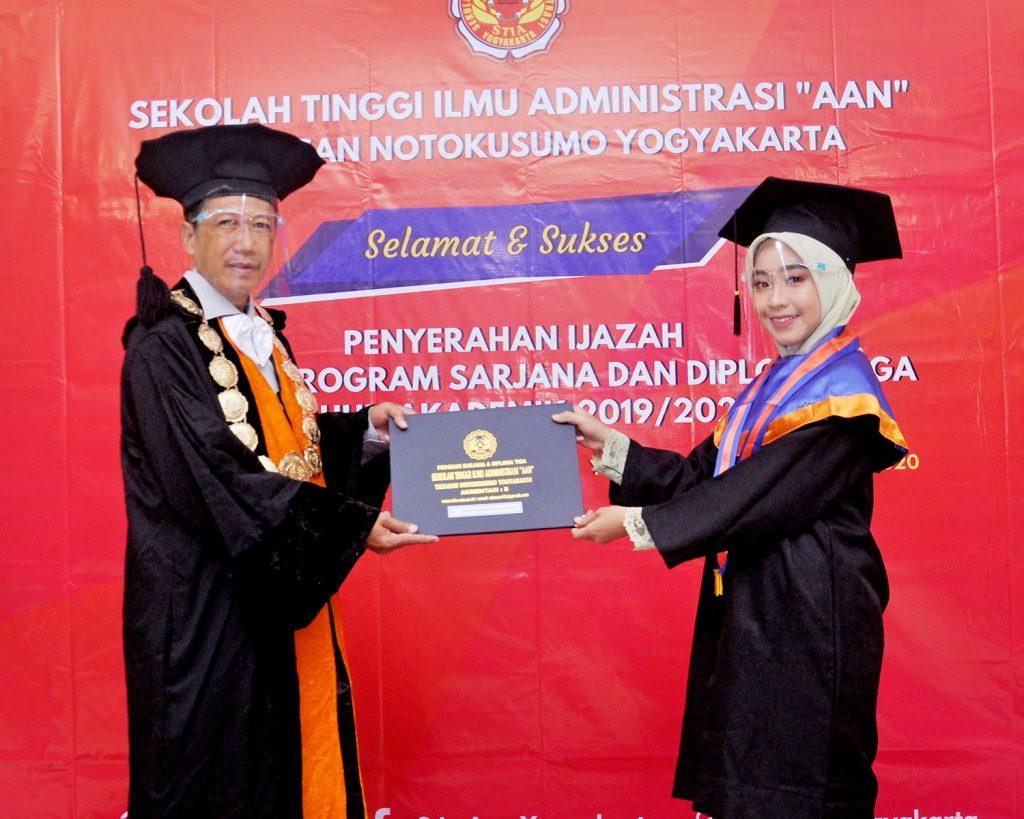 Lulusan Sarjana Administrasi Publik 2019/2020